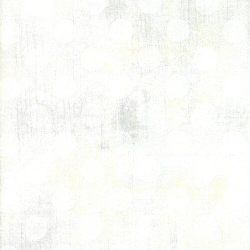 Quiltstof van Basic Grey voor Moda Basic. Witte stippen op witte ondergrond. Quiltstof, 100% katoen
