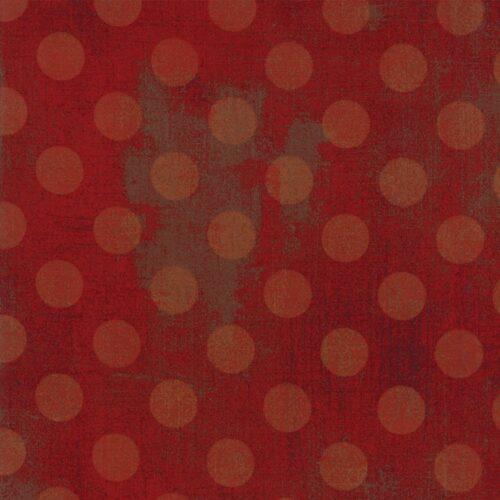 Quiltstof van Basic Grey voor Moda Basic. Licht rode stippen op donkerrode ondergrond. Quiltstof, 100% katoen