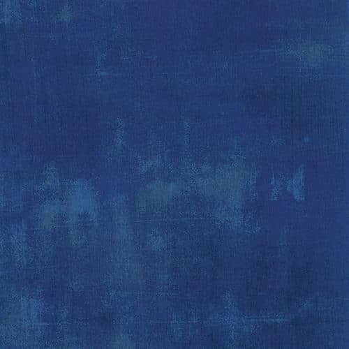 Donker blauwe effen quiltstof Grunge. Moda, Basic Grey.Quiltstof, 100% katoen, 1.10m breed.