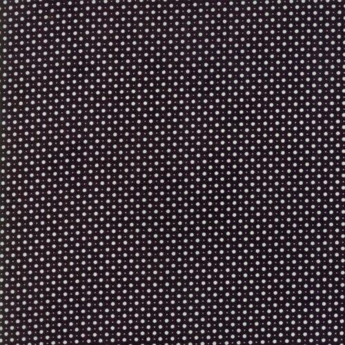 Zwarte quiltstof met stippen uit de Moda-collectie Metropolis, ontworpen door Basic Grey. Ook als fat quarter, online bij quiltkompas