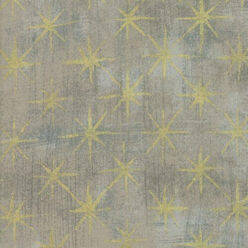 Grunge Seeing Stars Gray Coutur 30148 47M Metallic Een klassiek grijze grunge, niet al te donker, met gouden sterren en vegen. Moda, Basic Grey. Quiltstof, 100% katoen