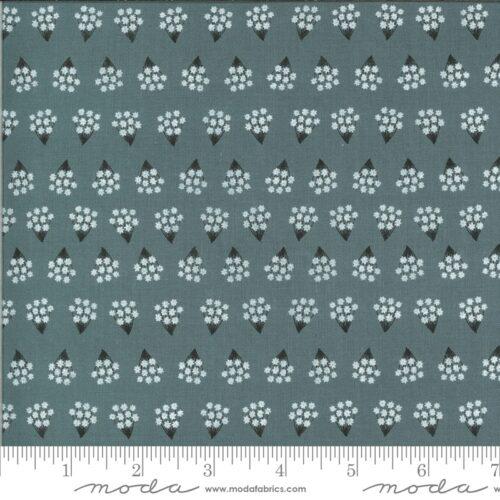 Blauw-grijze moderne quiltstof met stippen en bloemetjes