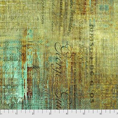 Piano Sorte, quiltstof uit de collectie Abandoned van Tim Holtz, Een woest motief van groen en goudkleurige vegen met daarin letters verwerkt.