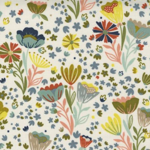 Kleurige bloemen tegen witte achtergrond. Quiltstof Songbook, 100% katoen