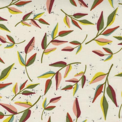 Kleurig flora-bladmotief tegen witte achtergrond. Quiltstof Songbook, 100% katoen